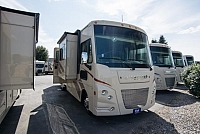 2017 Winnebago Vista 30T